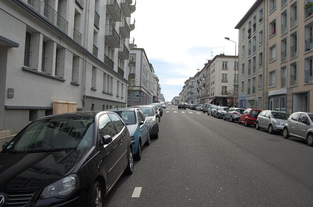 Brest place de parking rue de lyon 626 kerhuon for Location garage brest