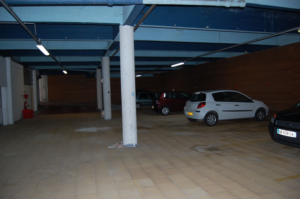 Brest place de parking rue de lyon 626 kerhuon for Garage brest location
